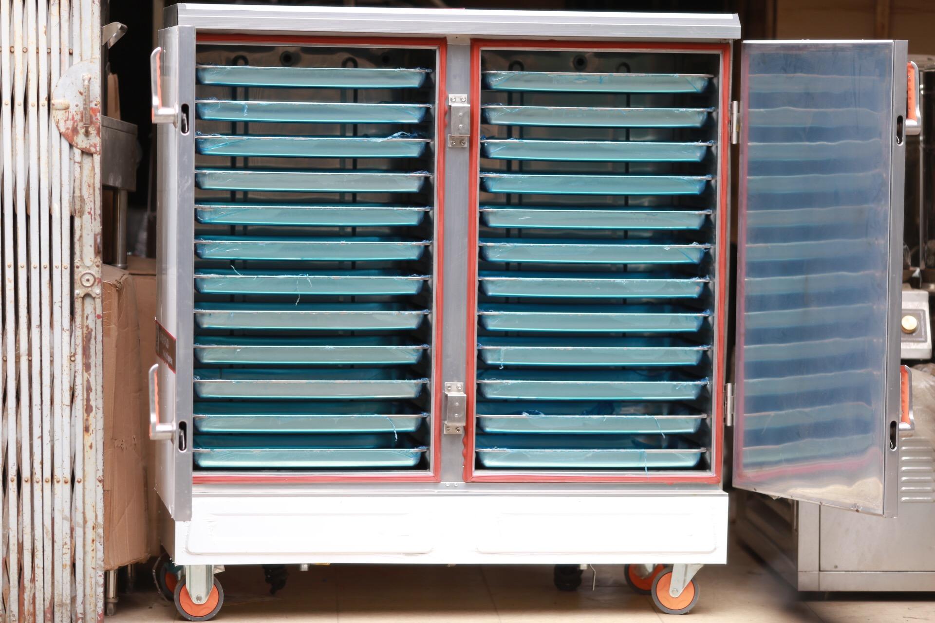 Bên trong tủ cơm công nghiệp 24 khay chạy điện